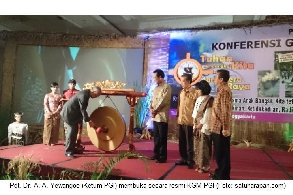 KGM hari 1 - Ketum pukul gong buka KGM