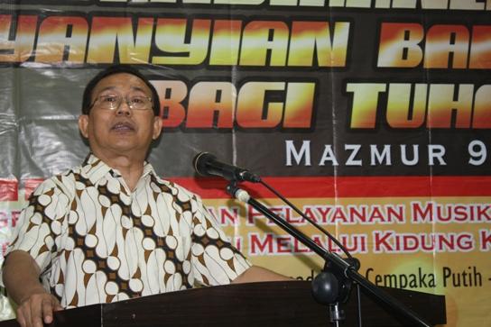 Pdt. Gomar Gultom menyampaikan sambutan pada Pembukaan Konas Musik Gereja di Graha GBI, Jakarta, 16/6/2014. Foto: LitKom PGI (MS)
