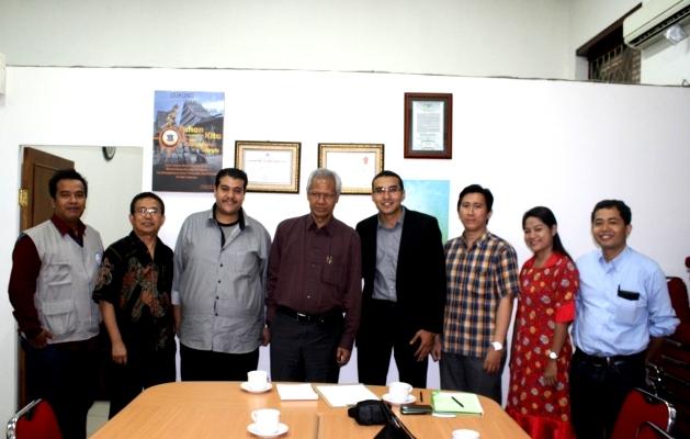 foto bersama staf PGI