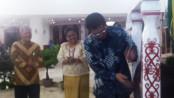 Pemukulan gong tanda pembukaan Sidang MPL 2015 oleh Pejabat Gubernur Kalimantan Utara DR. H. Irianto Lambrie