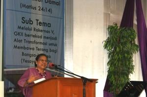 Pendeta Eri Lebang saat menyampaikan sambutan