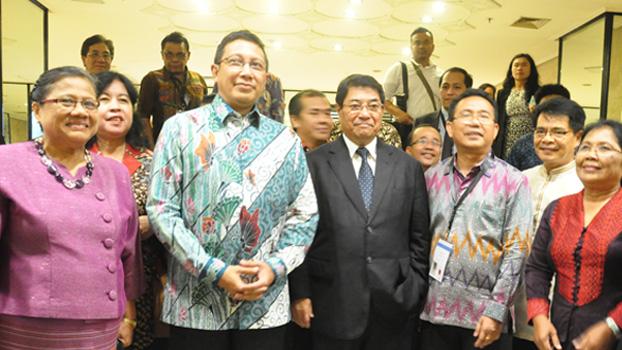 Pendeta Willem TP Simarmata, Ephorus HKBP dan MPH PGI bersama Menteri Agama, Lukman Hakim Saifuddin.