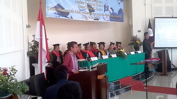 Pendeta Gomar Gultom tengah menyampaikan sambutannya, di hadapan wisudawan STT Cipanas, Rabu (26/8).