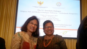 Ketua Umum PGI bersama Ibu Esti Andayani, Duta Besar untuk Informasi dan Diplomasi Publik Kemenlu RI, di Amsterdam.
