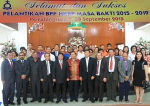 Ephorus HKBP Pdt. Dr. Willem TP. Simarmata foto bersama pengurus BPP HKBP Masa Bakti 2015-2019