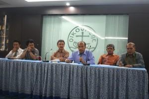 Perwakilan lembaga gerejawi yang tergabung dalam FUKRI saat jumpa pers di Grha Oikoumene, Jakarta