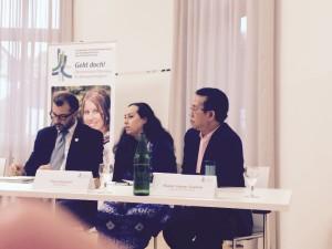 Pdt. Gomar Gultom (kanan ujung) saat bertemu awak media dalam konprensi pers di Wupertal, Jerman