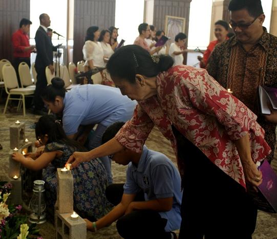 Lilin Advent menghangatkan relasi dalam keluarga, gereja dan masyarakat.