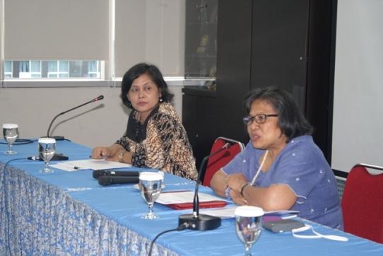 Ketua Umum PGI Pdt. Dr. Henriette Hutabarat-Lebang saat menyampaikan pengantarnya dalam Simposium Biblika Tentang LGBT