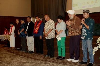 Doa komunitas lintas iman menutup kegiatan diskusi